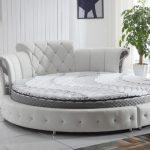 Moon rund säng i vit läder
