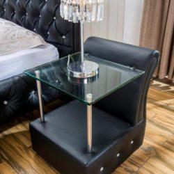 Riga sängbord i svart läder